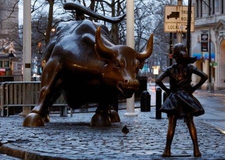 Girl Statue Wall Street