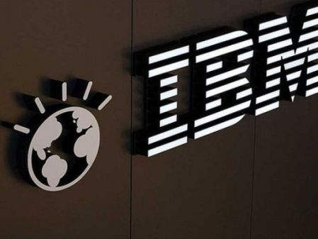 Warren Buffett sells IBM, adds to Apple. www.businessmanagement.news